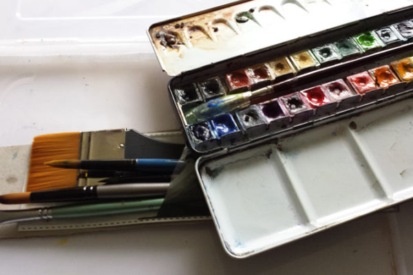 8 basic items needed to paint watercolour overseas feature image.